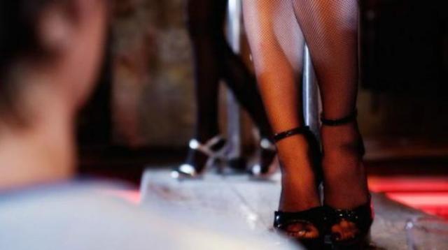 52ilustrasi penari telanjang
