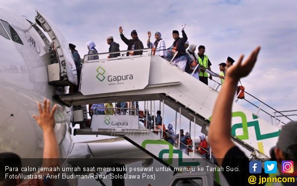 para calon jemaah umrah saat memasuki pesawat untuk menuju ke tanah suci fotoilustrasi arief budimanradar solojawa pos