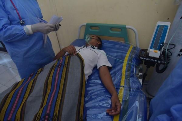 antarafoto simulasi penanganan pasien corona dipalu 4320 mh 6