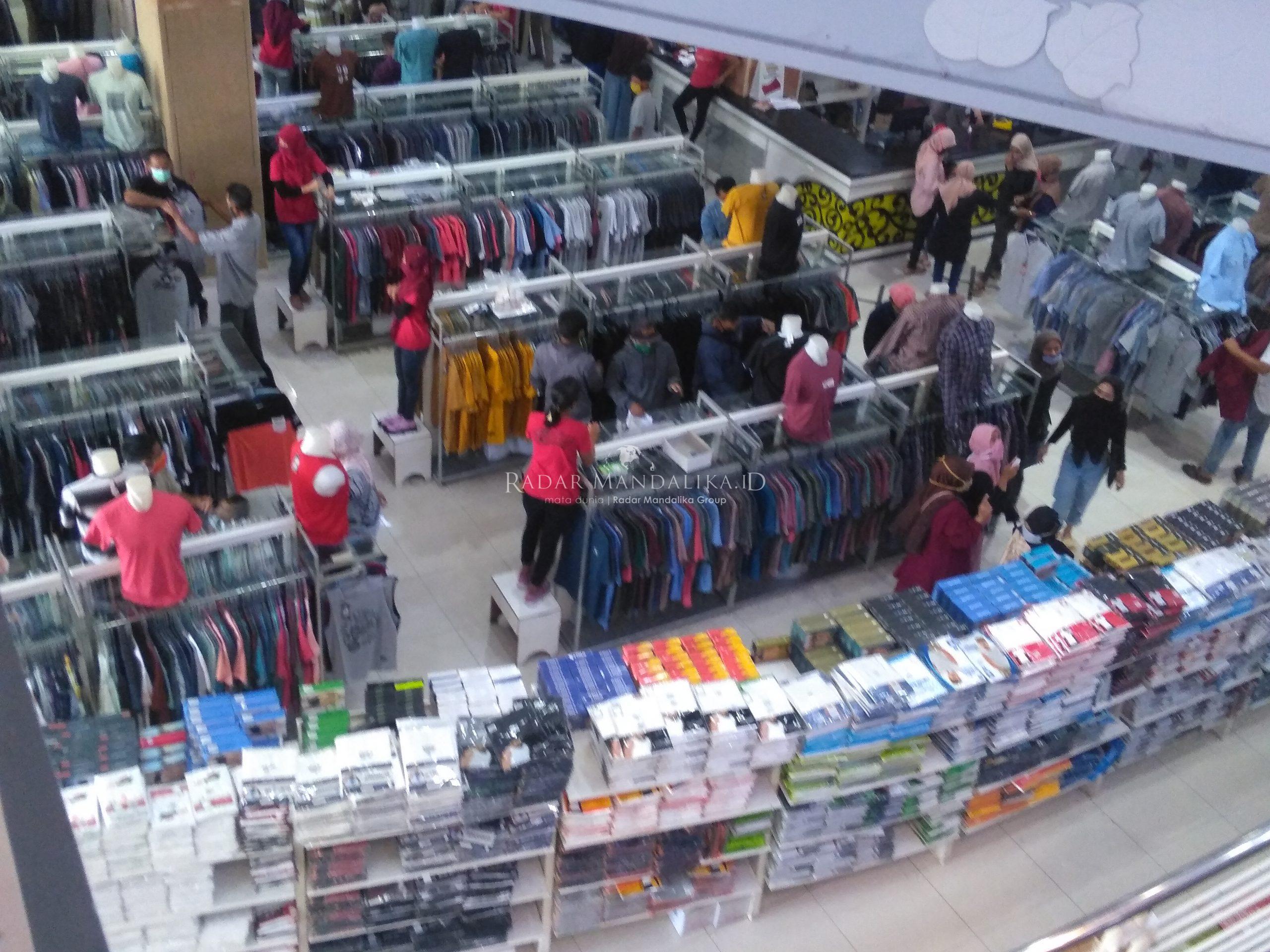 Di Mataram, Ahyar Bolehkan Toko Pakaian Buka Selama 12 Jam