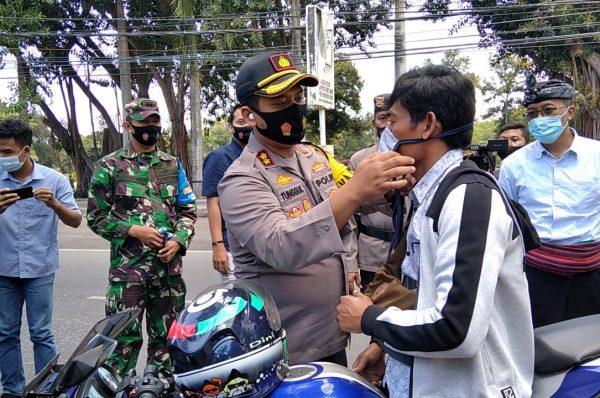 Tim Gabungan Bagikan 75 Ribu Masker