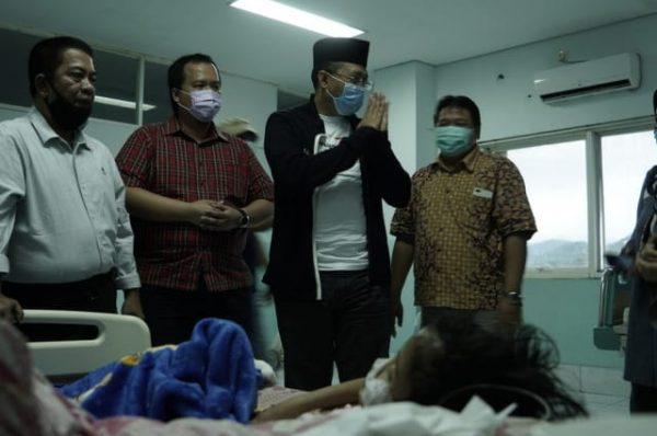 Aisyah, Anak Yatim Piatu Pengidap Tumor Dijenguk Gubernur