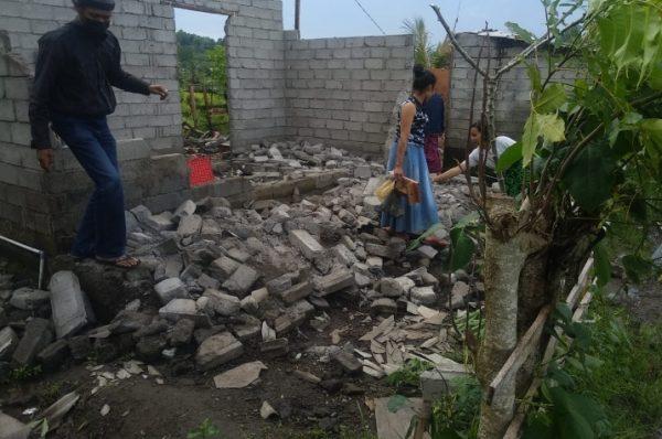 Ya Allah, Rumah Ambruk Timpa Satu Keluarga