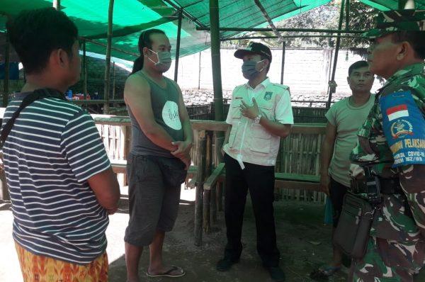 Camat dan TNI Bubarkan Sabung Ayam di Narmada