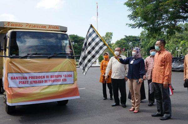 Bang Zul Salurkan Sepuluh Ribu Paket Sembako dari Jokowi