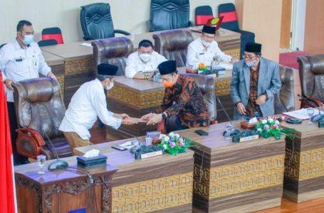 Bupati Loteng Sampaikan Pendapat Atas Ranperda Inisiatif Dewan