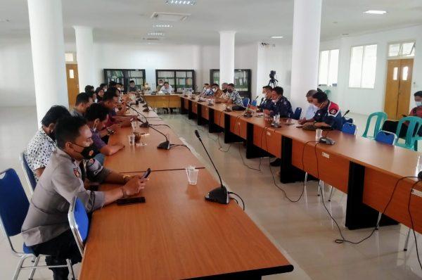Warga Desa Tanak Awu Ngadu ke DPRD Loteng