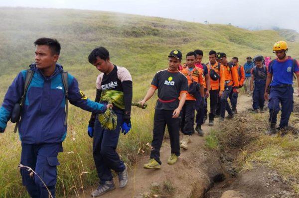Seorang Pendaki Gunung Rinjani Jatuh dan Patah Tulang