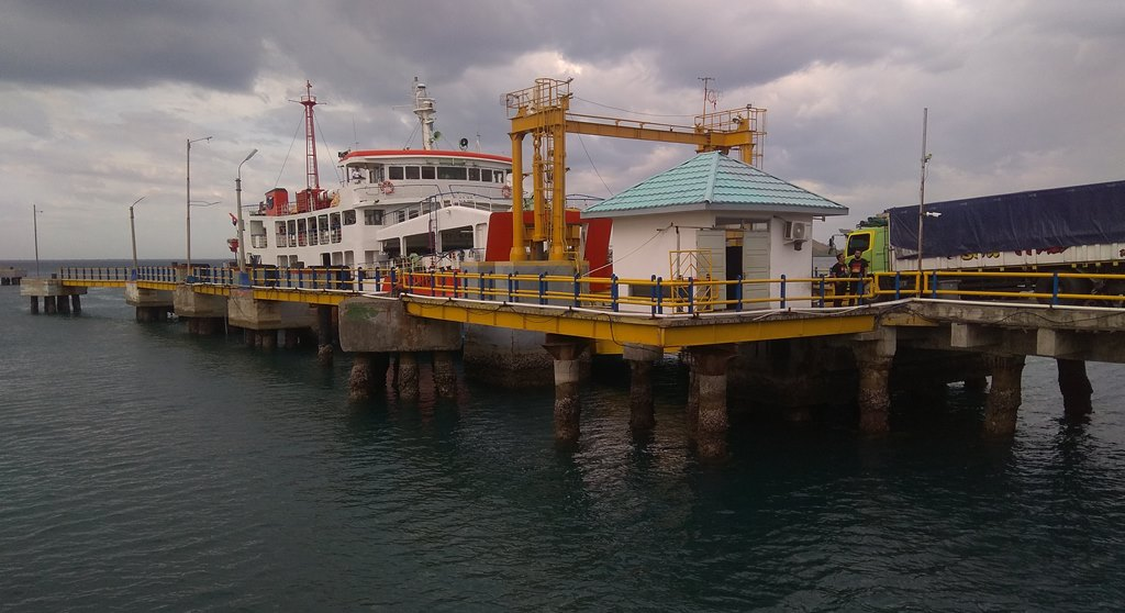 F pelabuhan